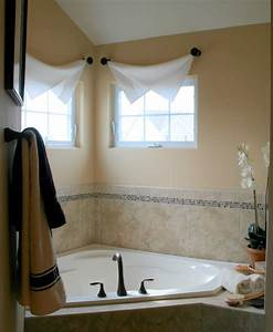 Modern interior bathroom window treatments for Window dressing ideas for bathrooms
