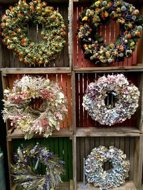 wreath display  terrain    floral display