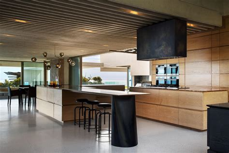 Views Of Mountains And The Sea Make This South Home Truly Stunning by Views Of Mountains And The Sea For A South Home