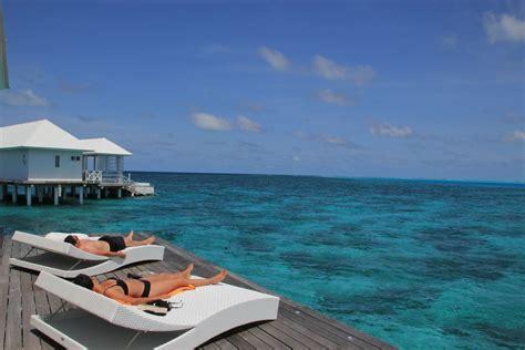 sofa terraza maldivas ari sud en maldivas viajeros callejeros