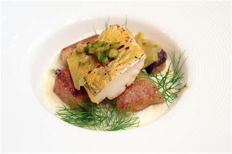 cuisiner merlan merlan en peau de moutarde croquettes et pomme mousseuse