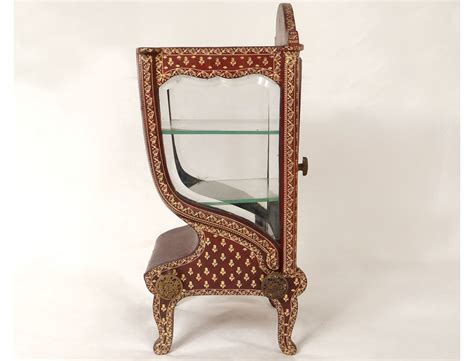 chaise dor e vitrine chaise à porteur cuir doré au fer fleurs