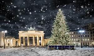 Weihnachtsbaum Entsorgen Berlin : brandenburger tor in berlin mit weihnachtsbaum und schnee ~ Lizthompson.info Haus und Dekorationen