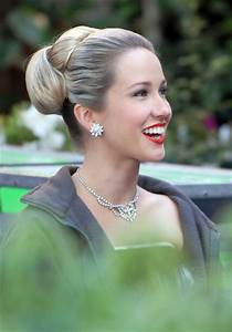 """Anna Camp in Anna Camp On Set Of """"Mad Men"""" In Pasadena ..."""