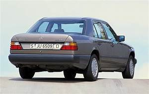 Mercedes 250 D : mercedes indestructible w124 turns 30 this year carscoops ~ Carolinahurricanesstore.com Idées de Décoration