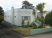 art deco homes File:Art Deco bungalow in Fir St, Waterview, Auckland.JPG - Wikimedia Commons