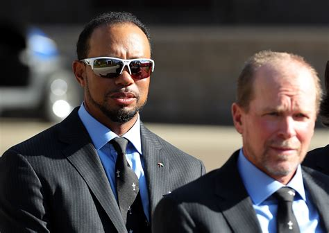 Tiger Woods chose a terrible pair of sunglasses for the ...