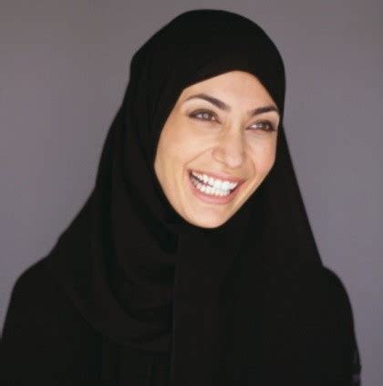 hijabers  trik  rambut tak berantakan meski