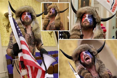 Kush është Jake Angeli, qytetari që 'pushtoi' Kongresin ...