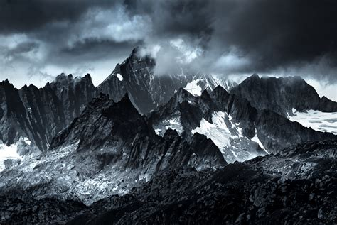 photographed mountains    mordor