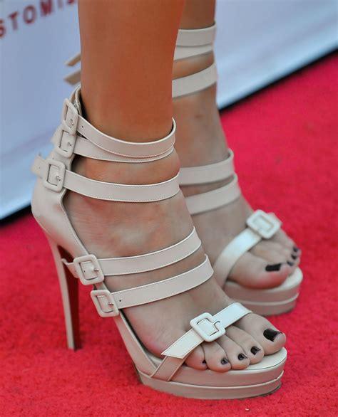 Khloe Kardashian Pumps - Khloe Kardashian Heels Lookbook ...