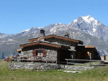 chalet d alpage haute savoie hebergement insolite 224 bramans haute maurienne chalet d alpage lc901