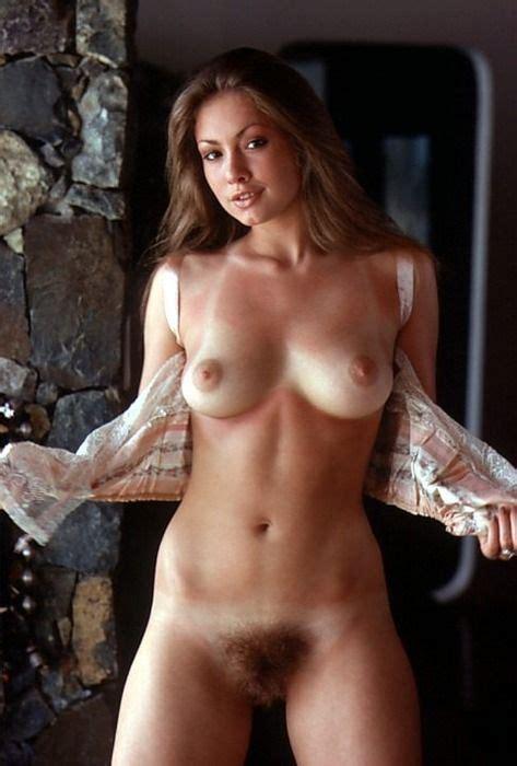 Victoria Sianipar  nackt