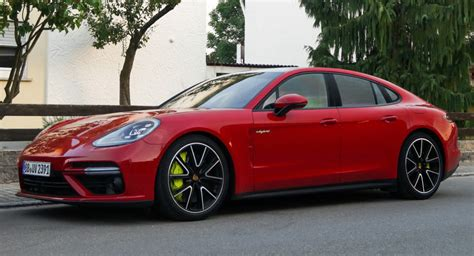 red porsche panamera 2017 there 39 s no way you can miss a red porsche panamera turbo s