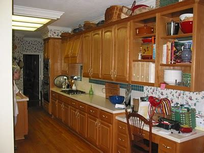 What To Do With Oak Cabinets ? DESIGNED