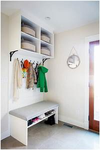 30+ Organized Inspiring Small Mud Rooms & Entry Areas