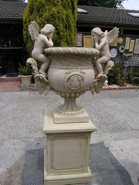 urn on pedestal whitehouse gardens water