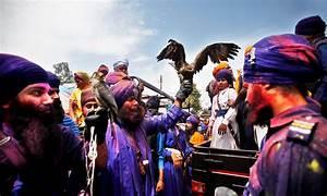 Sikhs celebrate Hola Mohalla - World - DAWN.COM