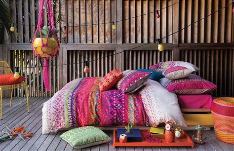 cuisine cote maison parure de lit créant une ambiance colorée et printanière
