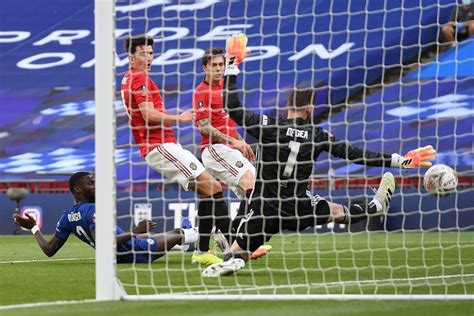 De Gea mistakes see Chelsea beat Man U to reach FA Cup ...