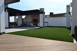 Foto Campo Da Golf In Erba Sintetica Su Terrazzo Di