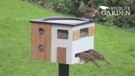 Genial! Futterspender Und Vogelbad In Einem Futterhaus Von