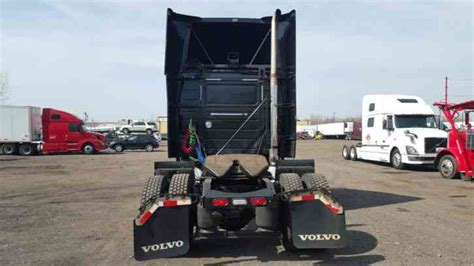 volvo vnlt  sleeper semi trucks