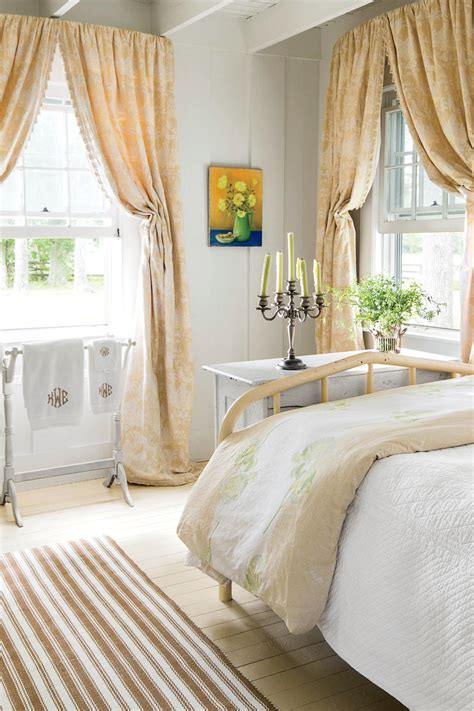 wall decorating ideas for bedrooms master bedroom decorating ideas southern living