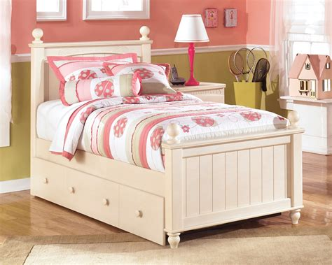 Cottage Retreat Twin Poster Bed With Twin Trundle From
