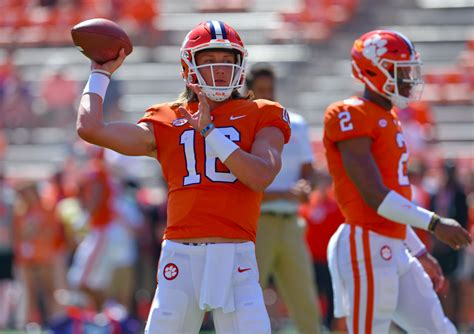 This Week's Early College Football Picks & Selections