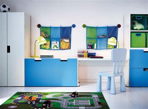 chambre garcon bleu idée rangement chambre enfant avec meubles ikea