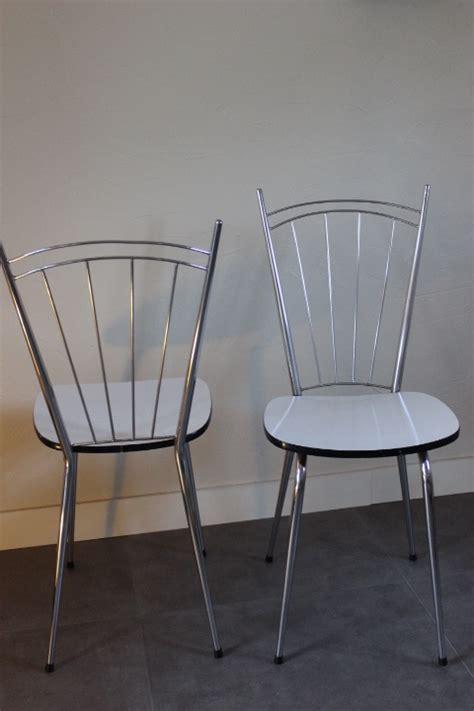 chaise en formica chaise formica pied fuseau avec haut dossier à barrettes