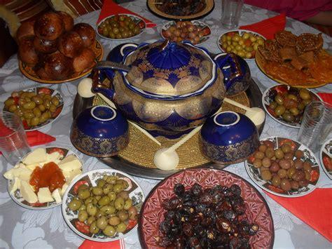 les articles de cuisine une table à l 39 occasion du mois sacré