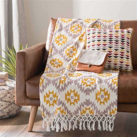plaid canapé gris 17 meilleures idées à propos de jeté de canapé sur