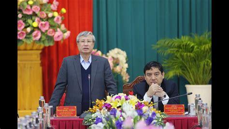Ông trần quốc vượng (thứ 2, từ phải) và các uv bộ chính trị chụp tại hà nội ngày 28/1/2016. Thường trực Ban Bí thư Trần Quốc Vượng phát biểu tại buổi ...