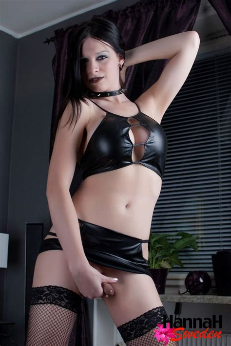 Goth shemale in nylons - Pichunter