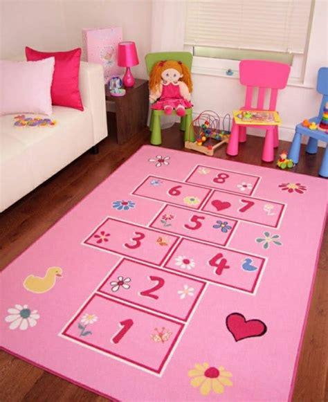 jeu de chambre tapis pour enfant un aire de jeux et de repos dans sa