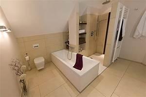 Möbel Für Kleines Bad : badideen f r kleine b der mit dachschr ge ~ Frokenaadalensverden.com Haus und Dekorationen