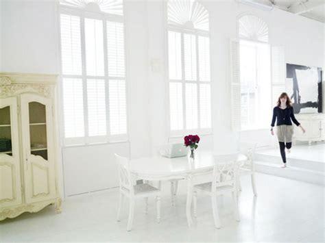 bright white minimalist interior design lisamuaniez