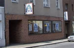 classmates pens theo albrecht aldi founder dies a billionaire aged 88