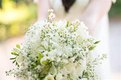 bracelet fleur mariage wedding venue in provence reception room and stays