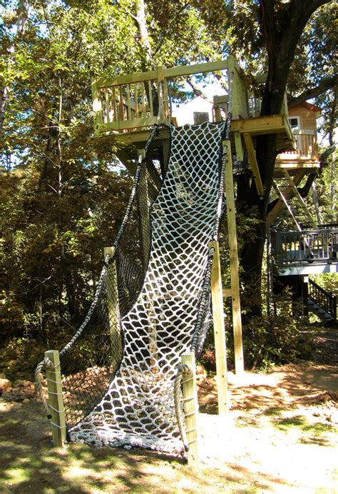 cargo net stairs to tree house treehouse clubhouse ideas