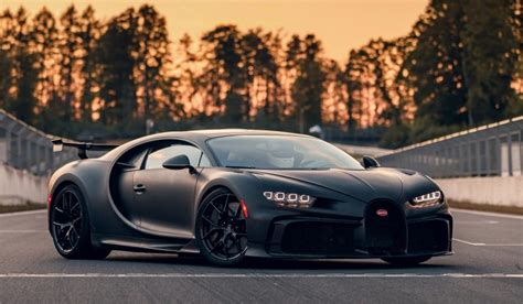 Bugatti chiron driving sounds and fast accelerations. 2020 Bugatti Chiron Pur Sport - The Car Detectives
