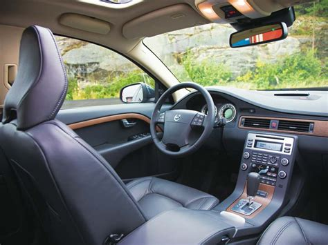 how petrol cars work 2010 volvo s40 interior lighting 2009 volvo v70 review prices specs