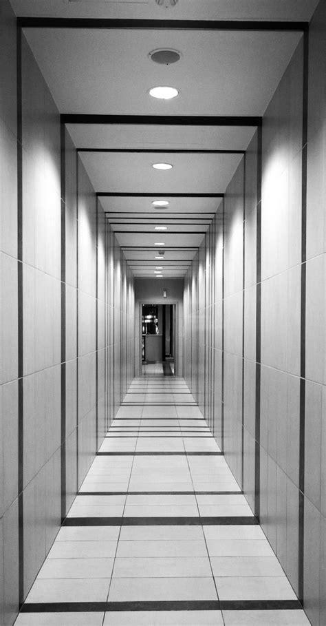 couloir noir  blanc  idees pour creer la surprise