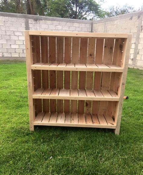bookshelf out of pallets bookcase out of pallets 101 pallets