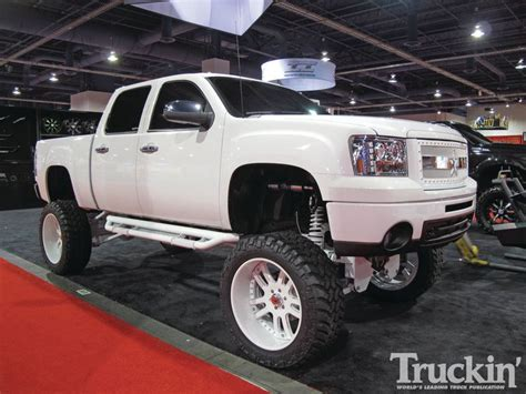 White Truck Wallpaper by White Lifted Truck Wallpapers Car Wallpapers Chevrolet