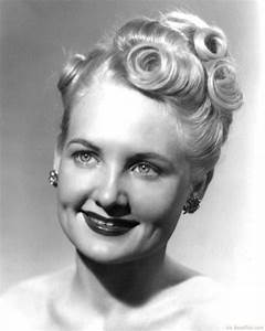 10 Beautiful 1940's Hairstyles For Feminine Women With ...