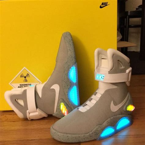2011 Nike Air Mag Marty McFly Back to The Future II BTTF ...