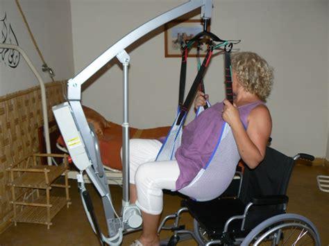 transfert lit fauteuil avec leve malade 28 images leve personne flamingo flamingo compact